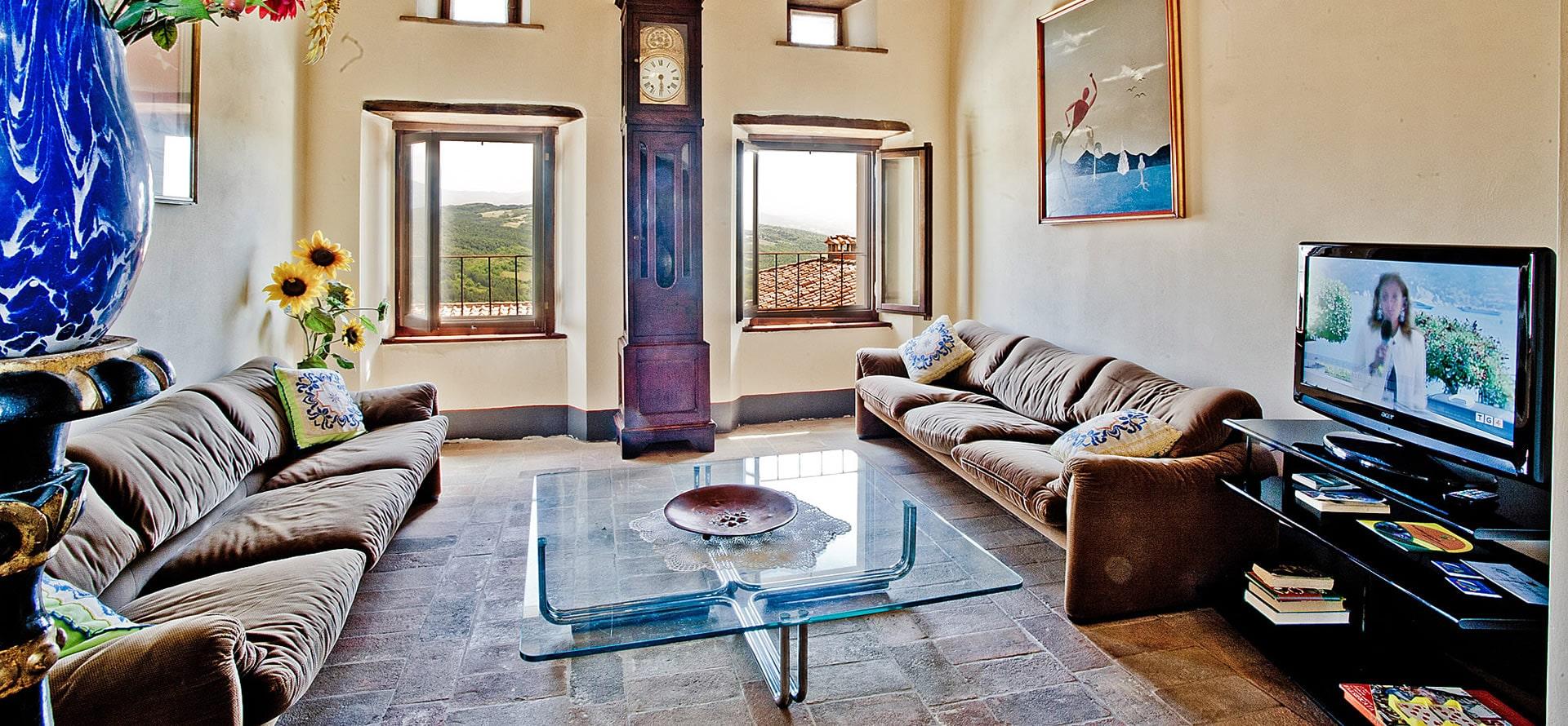 Soggiorno e sala relax appartamento Mirolago