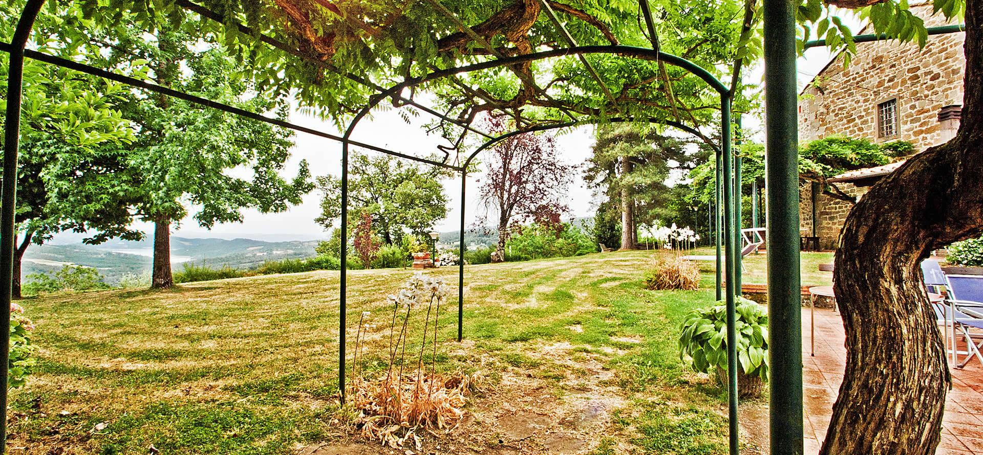 Giardino esterno griturismo in Toscana